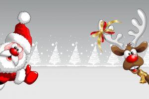 Zu sehen ist im Comic Stil ein Weihnachtsmann der von Links zum Bild hereinschaut und von rechts ein Rentier mit Geweih und roter Nase. Beide lachen und zeigen einen Daumen nach oben. Das Rentier hat eine Weihnachtsschleife am linken Geweih. Im Hintergrund sind weiße gezeichnete Weihnachtsbäume zu sehen.