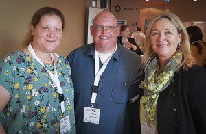 Alicia, Ulrike und Thomas. Portraitbild der drei auf der Nase Konferenz